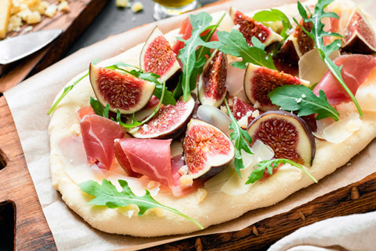 Pizza with Arugula, Prosciutto and Fig Jam
